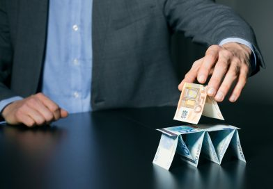 Pirâmide financeira: o que é e como não cair nesta armadilha?
